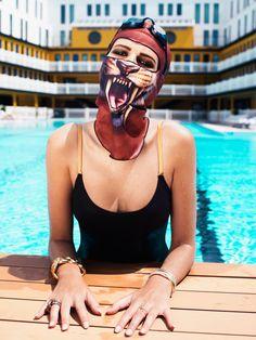 Facekini em editorial de moda por Carine Roitfeld
