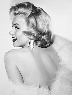 """Marilyn Monroe in a publicity still for """"Gentlemen Prefer Blondes,"""" Marylin Monroe, Marilyn Monroe Fotos, Hollywood Glamour, Classic Hollywood, Old Hollywood, Joe Dimaggio, Gentlemen Prefer Blondes, Bh Tops, Portrait Studio"""