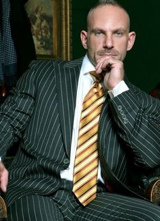 Sharp Dressed Man, Well Dressed Men, Mens Fashion Suits, Mens Suits, Hollywood Men, Business Outfit, Business Shirts, Classic Suit, Gq Style