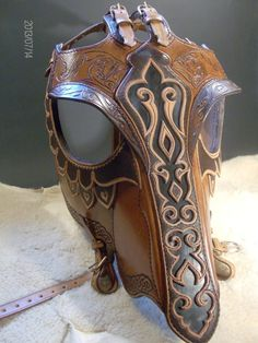 A unique mold design and custom craftsmanshipLeatherworkers work entirely handmade Horse Mask, Horse Armor, Horse Gear, Horse Bridle, Horse Tips, Zebras, Medieval Horse, Mounted Archery, Horse Costumes