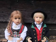 Mai has cutely placed this Skille children in Norwegian traditional clothes. Aren't they charming? Mai Britt is the photographer here again. Check out her work!