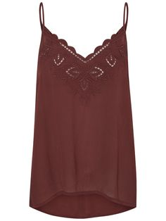 Cute lace single from VERO MODA. Style it with a short and wavy skirt for a pretty festival look.
