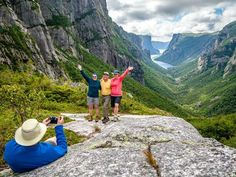 Hiking to Western Brook Pond in Gros Morne National Park. Best place to get your photo taken at the Western Brook Pond Fjord. Parc National, National Parks, Westerns, Gros Morne, First Class Hotel, Les Fjords, Road Trip, Canada Holiday, Newfoundland And Labrador