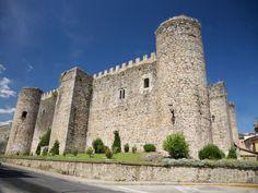"""CASTLES OF SPAIN - Castillo de Arenas de San Pedro o de la Triste Condesa, Ávila. Construido en 1400 por el don Ruy López Dávalos, éste fue desposeido de sus bienes y desterrado por participar en el """"Golpe de Tordesillas"""", el castillo pasaría a Rodrigo Alonso Pimentel, conde de Benavente, quien en 1430 lo entregó como dote a su hija Juana en su esponsales con el Condestable Álvaro de Luna. Don Álvaro, acusado de sedición fue decapitado en 1453 y a su viuda Juana le llamarian «la Triste…"""