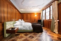 Design hotel Widder in Zurich makes luxury cool, a five star boutique hotel that is both aged and modern, chilled and creative - and also very Swiss. Zurich, Alpine Style, New Interior Design, Upholstered Furniture, Modern Bohemian, Home Projects, Cool Style, Milan, Traditional