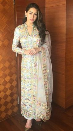 Long kurti with dupatta only Party Wear Indian Dresses, Dress Indian Style, Wedding Dresses For Girls, Pakistani Dresses, Indian Wear, Indian Outfits, Salwar Designs, Kurti Designs Party Wear, Mehndi Designs