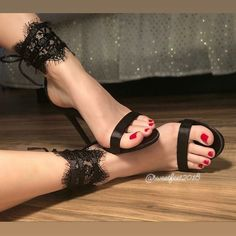Image could contain: 1 person, shoes - Sandalen - Damenschuhe Sexy High Heels, Beautiful High Heels, Sexy Legs And Heels, Gorgeous Feet, Lovely Legs, Hot Heels, Sexy Zehen, Talons Sexy, Sexy Toes