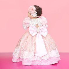 Minha princesa minha Valentina!!! Esse foi o vestido da coroação!!! Valentina fez um aninho!!!
