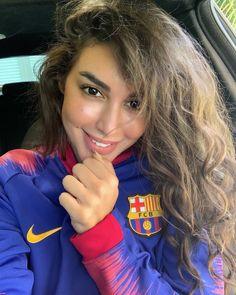 Messi, Neymar, King Meme, Camisa Barcelona, Arab Celebrities, Egyptian Actress, Football Girls, Soccer Girls, Football Soccer
