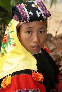 Lo Lo Den (Black Lo Lo) woman