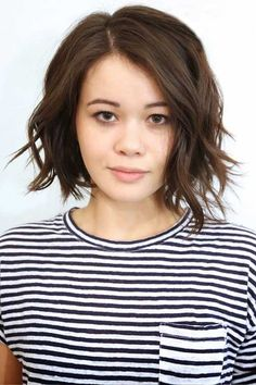 Trendiest Shaggy Bob Haircuts of the Season Brunette Bob with Disconnected EndsBrunette Bob with Disconnected Ends Shaggy Bob Haircut, Choppy Bob Hairstyles, Short Hairstyles For Women, Cool Hairstyles, Short Haircuts, Layered Hairstyles, Japanese Hairstyles, Medium Haircuts, Face Slimming Hairstyles