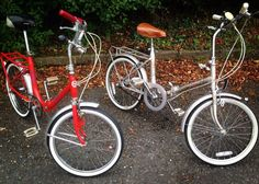 Our own vintage folding beauties earlier today. Raleigh Plaza in floral grey and 1982 Pedler Cycles London in red.