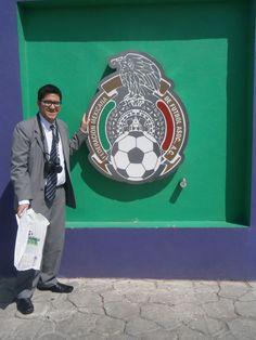 Con el escudo de la Federación de Fútbol de México en el Salón de la Fama del Pachuca / #viajes #travel #viajesmuseo #traveller #travelling #vacation #placestovisit #trips