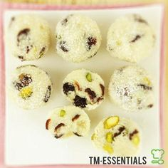 5 Ingredient Gluten Free Cranberry and Pistachio Bliss Balls for the Thermomix® - TM Essentials Raw Bliss Balls, Thermomix Recipes Healthy, Primal Blueprint Recipes, Caramelized Bacon, Christmas Treats, Christmas Pudding, Christmas Baking, Raw Desserts, Dairy Free