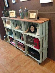 25 Wood Crate Upcycling Projects For Fabulous Home Decor - Organize and decorate your home using nothing but wood crates! Those wood crates make some great functional and adorable DIY home decor and organization items for your family! Decor, Home Organization, Crate Bookcase, Home Projects, Diy Furniture, Home Decor, Home Deco, Wood Diy, Pallet Furniture