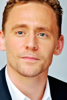 Tom Hiddleston at the 'I Saw The Light' Press Conference at the Fairmont Royal York on September 11, 2015 in Toronto. Full size image: http://ww4.sinaimg.cn/large/6e14d388gw1ew7yxi0fqyj21kw2czkjl.jpg Source: Torrilla