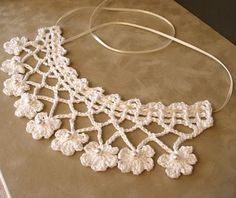 53 crochet flower patterns and what to do with them easy 2019 page 2 of 58 – Beautiful Leaves to Crochet - SalvabraniI think that a model that is contrary to ordinary knitting flower motifs will do a lot of work. I think that this crochet Col Crochet, Crochet Lace Collar, Crochet Lace Edging, Crochet Diy, Irish Crochet, Crochet Shawl, Vintage Crochet, Crochet Flowers, Crochet Stitches