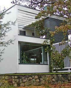 Architect Walter Gropius used Bauhaus ideas when he built his monochrome home in Lincoln, Massachusetts.