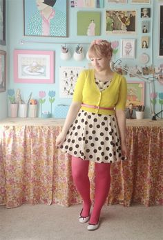 lemon and raspberry tart. Quirky Fashion, 1960s Fashion, White Polka Dot Dress, Polka Dots, Yellow Cardigan, Colored Tights, Types Of Girls, Pink Leggings, Outfit Posts