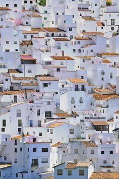 de la Barra photography, honeymoon ideas, honeymoon in Europe, Toledo, Spain.