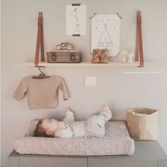Wandplank babykamer zelfmaken When we have a baby girl, we always want to give her the best atmosphere for their growing time. A girl will not always be a princess at all but she needs a place to make an excitement of sleeping space in her baby ages. Baby Bedroom, Baby Boy Rooms, Little Girl Rooms, Baby Room Decor, Nursery Room, Kids Bedroom, The Babys, Nursery Inspiration, Nursery Neutral