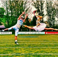 I know another ballet dancer playing football photo, but they're just so cool! Dance Memes, Dance Humor, Dance Quotes, Fitness Hacks, Dance 4, Just Dance, Royal Ballet, Dark Fantasy Art, American Football