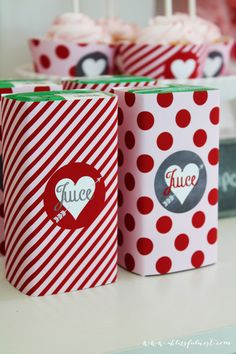 cute juice wraps for a valentines party! #valentinesdayparty #valentinesparty #printables #partystyling #partydecor
