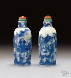 A BLUE-AND-WHITE CHINESE PORCELAIN FACETED SNUFF BOTTLE