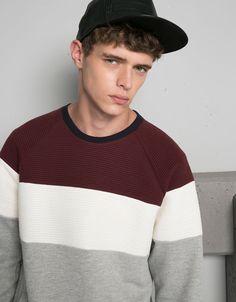 Bershka Bulgaria  - Coloured cut detail sweatshirt