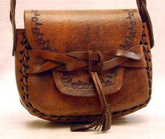 Hunting cartridge shoulder bag - Another! Leather Saddle Bags, Leather Tooling, Leather Handbags, Leather Bag Tutorial, Leather Workshop, Vintage Handbags, Vintage Bags, Leather Bags Handmade, Style Vintage
