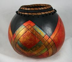 gourd art by marko san diego - Yahoo Image Search Results Decorative Gourds, Hand Painted Gourds, Vase, Tableau Design, Gourds Birdhouse, Birdhouse Designs, Gourd Lamp, Cardboard Art, Beaded Jewelry Patterns