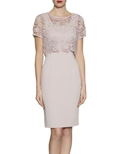 Gina Bacconi Crepe Dress With Primrose Guipure Top, Ballet Pink Summer Wedding Outfits, Summer Dress Outfits, Mob Dresses, Fashion Dresses, Formal Dresses, Crepe Dress, Lace Dress, Races Outfit, Mode Blog