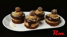 Πάστες ferrero rocher Cookbook Recipes, Cooking Recipes, Greek Desserts, Greek Recipes, Sweets Cake, Ferrero Rocher, Cheesecake, Muffin, Food And Drink