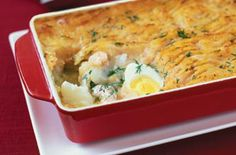 Slimming Slimming World creamy haddock fish pie recipe - goodtoknow - A homely, hearty and healthy fish pie recipe from Slimming World made with low-fat ingredients, this is a great alternative to classic, creamier fish pie recipes Cooking Recipes, Healthy Recipes, Healthy Food, Healthy Eating, Fish Pie Healthy, Uk Recipes, Banting Recipes, Batch Cooking, Savoury Recipes