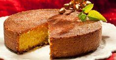 Intolerância ao glúten não siginifica abrir mão de pratos gostosos. Se não dá para usar farinha de trigo para fazer um bolo, vale a pena apostar em um Bolo de Polenta com calda de limão.