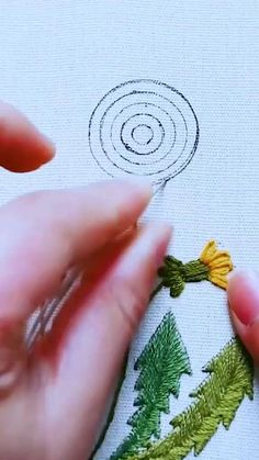 Hand Embroidery Patterns Flowers, Hand Embroidery Projects, Hand Embroidery Videos, Embroidery Stitches Tutorial, Embroidery Flowers Pattern, Creative Embroidery, Embroidery Hoop Art, Hand Embroidery Designs, Crafts