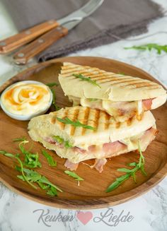 Lunch Snacks, Lunch Recipes, Healthy Recipes, Sandwiches, Paninis, Lunch To Go, Weird Food, Tapas, Fun Cooking