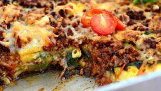 Maukas vähähiilihydraattinen jauhelihavuoka valmistuu grillatuista kasviksista ja jauhelihasta.