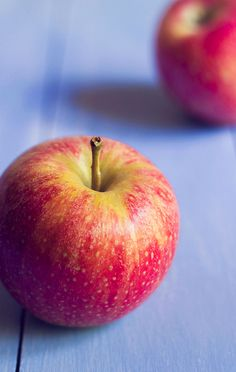 Trying to stop yourself from snacking constantly? Apples help control hunger! #healthy