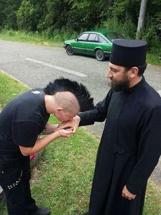 An amazing photo! A guy is kissing humbly the hand of an Eastern Orthodox priest. That's a proof that looks don't matter at all, our soul does :) Orthodox Priest, Orthodox Christianity, Church Memes, Orthodox Icons, Catholic Saints, Kirchen, Way Of Life, Christian Faith, Cool Photos