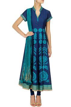 Dark blue floral embroidered anarkali kurta set BY ANJU MODI