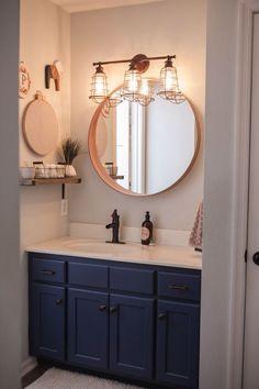Round mirror // bathroom lighting idea