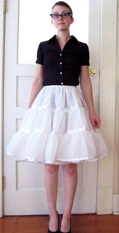 Sugardale: How to Make a Petticoat – Detailed Instructions Version. Check the bottom of the page for a quick tute on another petticoat with tulle & eyelet lace. Sugardale: How… Sewing Patterns Free, Free Sewing, Clothing Patterns, Dress Patterns, Sewing Diy, Diy Clothing, Sewing Clothes, Lolita Fashion, Diy Fashion