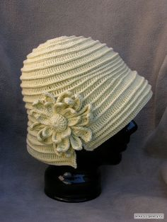 crochet hat + tiene extras.
