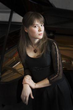 Nordwestdeutsche Philharmonie/Anna Fedorova - Rachmaninoff: Pianoconcerto no.2 op.18 http://www.youtube.com/watch?v=rEGOihjqO9w