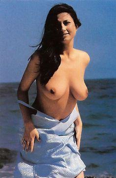 Uitandu-ne la aceste  fotografii , ne putem intreba oare cum a fost posibil ca  Marcel Toader  sa se  desparta  de  Gabriela Cristea ?  In anul 2000,  prezentatoarea TV s -a simtit la fel de  sexy  cum este si in prezent, asa ca a pozat intr-un...