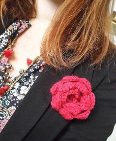 La souris aux petits doigts: Défi 2016 #2 : la broche fleur au crochet