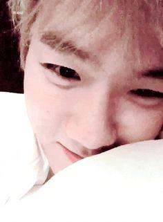 BBHyun_ te ha empezado a seguir. BBHyun_ te ha enviado un mensaje. Baekhyun Gif, Exo Chanbaek, Park Chanyeol, Kyungsoo, Gif Boyfriend, Jung Jin Woo, Kim Junmyeon, Hanbin, Exo Members