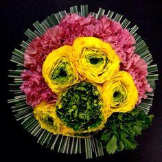 【劇的花屋Gift】お母様への誕生日祝い。花が大変お好きな方で、届いてはそれをご近所さんにご自慢したり携帯の待受画像にしたり。息子家族からのギフトを味わい尽くしているそうな。そんなエピソードを聞くと、作り手としてもつい力が入ります。 http://www.dramaticflowers.jp