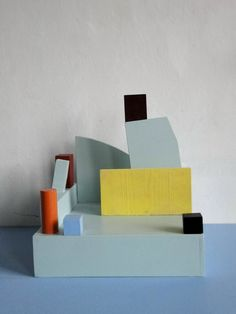 Construction / by Nathalie Du Pasquier. Originally a member of Memphis, She has been producing still life paintings of domestic objects and minimal wooden constructs whose color shows the influence of Memphis. Art Sculpture, Modern Sculpture, Abstract Sculpture, Abstract Art, Nathalie Du Pasquier, Memphis Design, Art Abstrait, Color Shapes, Objet D'art